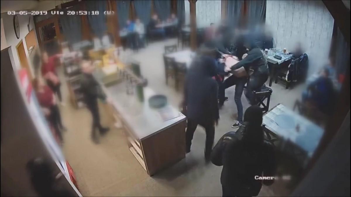 9a6eff2708c93 Kriminalisté si došlápli na hokejové fanoušky Havířova, obviněno bylo 16  lidí